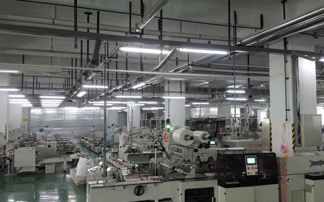 Paper packaging reciprocating shrink film automatic production line